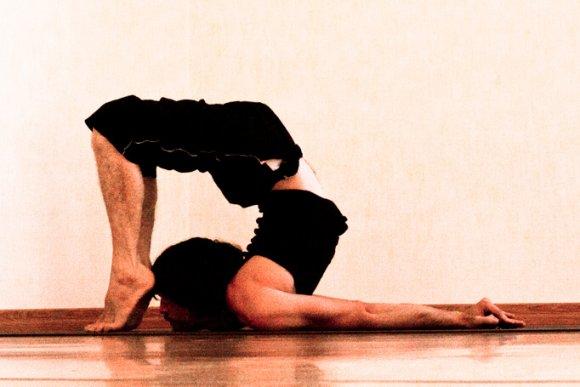posa della locusta yoga