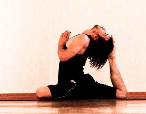 Posizione Yoga VIDEOEKA PADA RAJA KAPOTASANA
